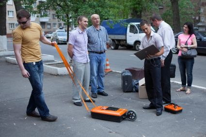 searching for pipes and cables with VIY3 ground penetrating radar